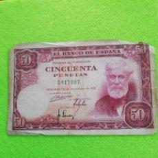 Monedas Franco: BILLETE DE DE 50 PESETAS DE 31 DE DICIEMBRE DE 1951.SIN SERIE. USADO.. ALGUNAS ESQUINAS CON FALTAS. Lote 235531115