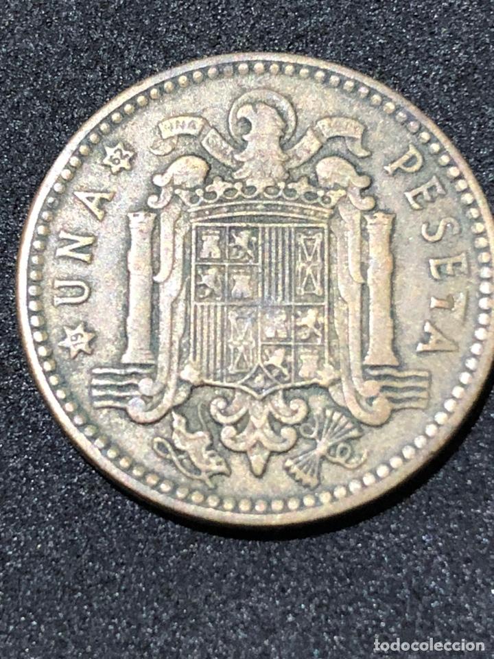 Monedas Franco: Moneda de 1 peseta de 1953 con estrella del 62. - Foto 2 - 241593405