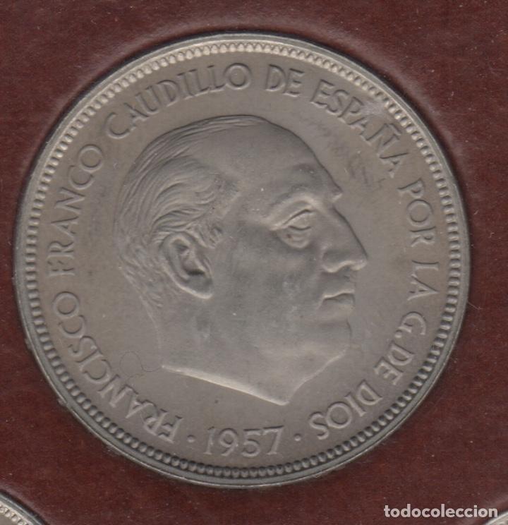 Monedas Franco: Cartera monedas año 1957 con estrella 73* - Foto 3 - 256001460