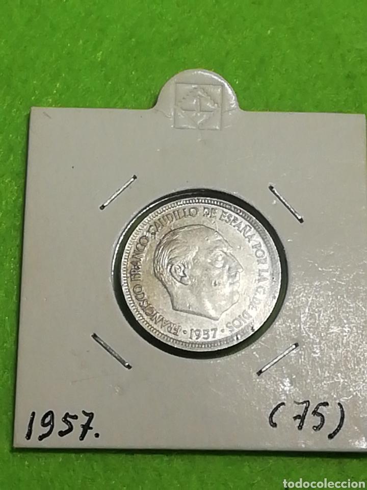 Monedas Franco: Moneda de 5 pesetas de 1957 estrella 75 - Foto 2 - 257732270