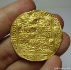 Monedas hispano árabes: MONEDA ARABE DE ORO. POR IDENTIFICAR. 30 MM / 4,41 GRAMOS . Lote 102824679