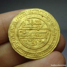 Monedas hispano árabes: MONEDA ARABE DE ORO. POR IDENTIFICAR. 25 MM / 3,88 GRAMOS. Lote 103976763