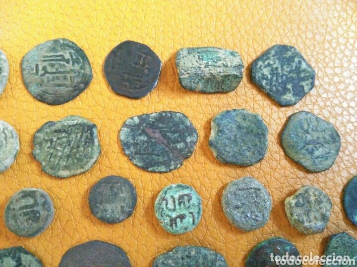 Monedas hispano árabes: Lote 33 felus hispano árabes a limpiar y catalogar, de epoca gobernadores y otras... - Foto 3 - 173461657