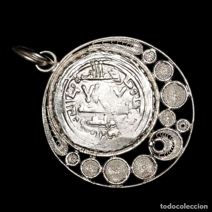 Monedas hispano árabes: Califato de Córdoba, Hisam II, colgante. Al-Ándalus, 366 H/977 d.C - Foto 2 - 195093552