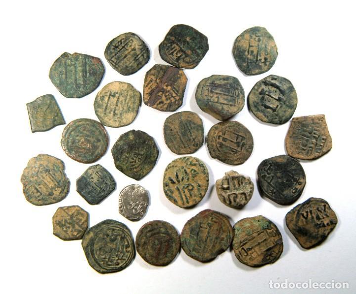 Monedas hispano árabes: LOTE DE 25 FELUSES HISPANO-ARABES Y UN DINAR DE PLATA - Foto 2 - 195134822