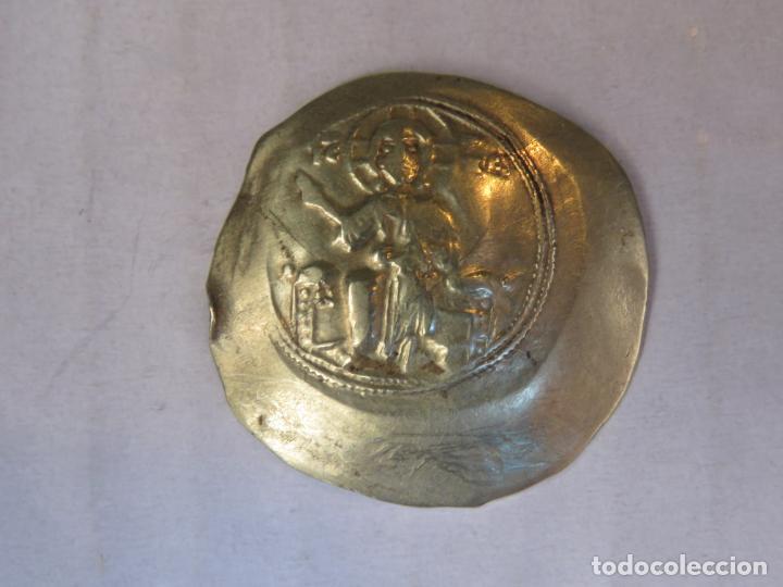 Monedas Imperio Bizantino: RARISIMA MONEDA DEL IMPERIO BIZANTINO EN ORO MACIZO DE 22 KT CÓNCAVA-CONVEXA DEL SIGLO XI, 4,35 GRAM - Foto 5 - 207056625