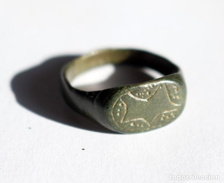 BONITO ANILLO ROMANO CON MOTIVOS GEOMETRICOS (Numismática - Periodo Antiguo - Roma Imperio)