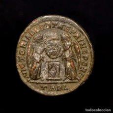 Monedas Imperio Romano: CONSTANTINO I, FOLLIS.VICTORIAE LAETAE PRINC PERP. ARLES TARL, 318. Lote 182908072