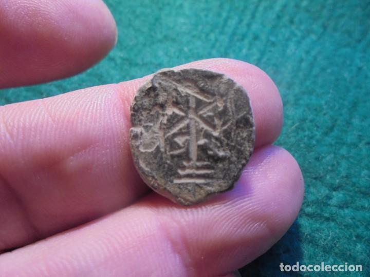 BONITO Y MUY CURIOSO PONDERAL EN BRONCE, CON UN CRISTOGRAMA (Numismática - Periodo Antiguo - Roma Imperio)