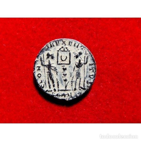 Monedas Imperio Romano: Constante - Follis. Arles. GLORIA EXERCITVS Crcciente en banner - Foto 4 - 254172065