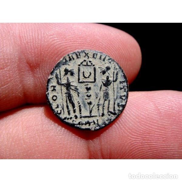 Monedas Imperio Romano: Constante - Follis. Arles. GLORIA EXERCITVS Crcciente en banner - Foto 5 - 254172065