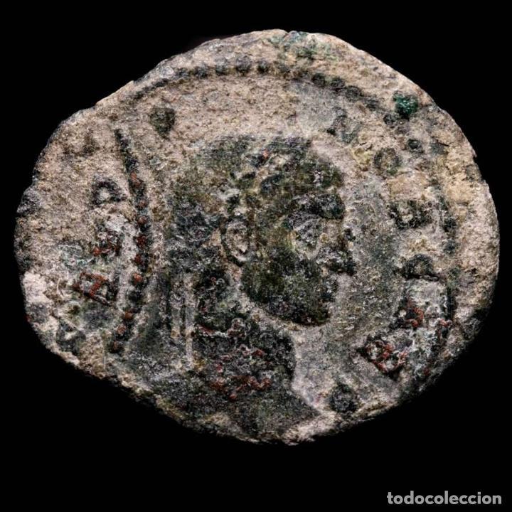 Monedas Imperio Romano: Crispo follis, error de acuñacion, doble golpe. Arles VO TIS V / TA - Foto 3 - 262376500