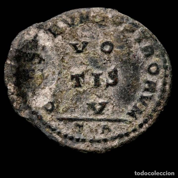 Monedas Imperio Romano: Crispo follis, error de acuñacion, doble golpe. Arles VO TIS V / TA - Foto 4 - 262376500