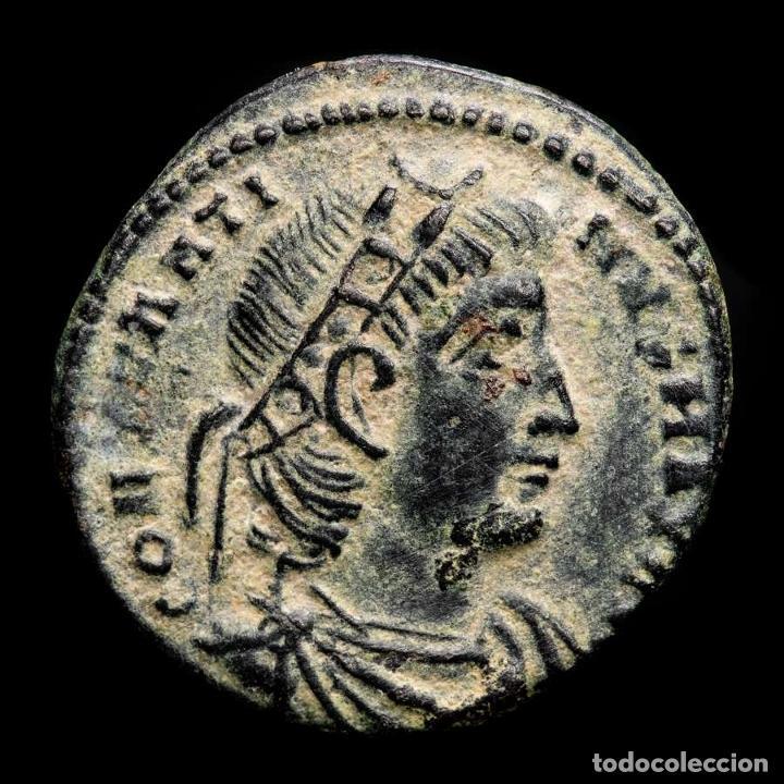 CONSTANTINO I - AE FOLLIS. AQUILEIA AQS (PALMA) GLORIA EXERCITVS (Numismática - Periodo Antiguo - Roma Imperio)