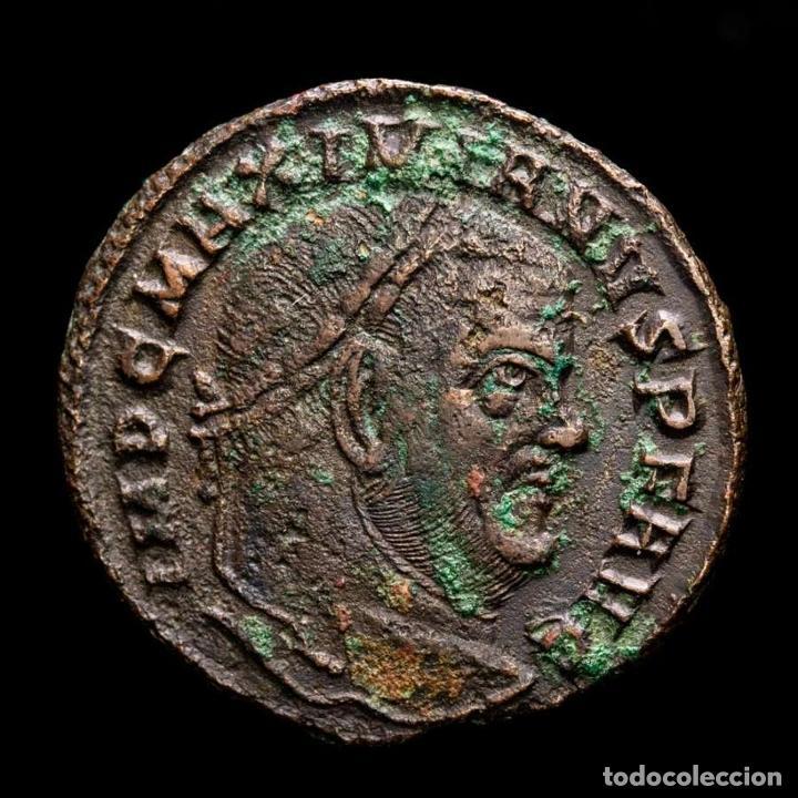 Monedas Imperio Romano: Maximiano - Follis de Aquileia - Templo CONSERV VRB SVAE / AQΓ - Foto 2 - 269389483