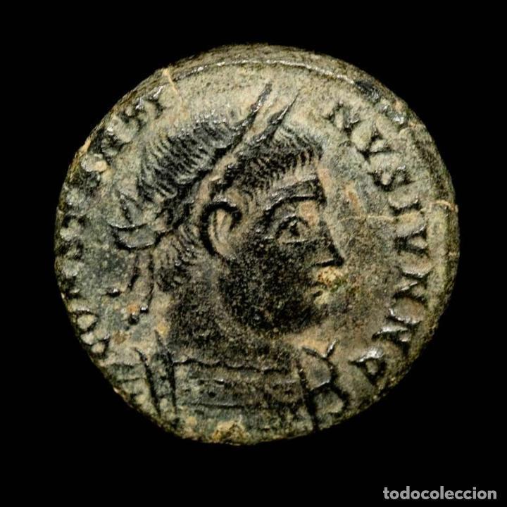 Monedas Imperio Romano: Constantino II. Arles. GLORIA EXERCITVS Guirnalda PCONST. - Foto 2 - 277436598