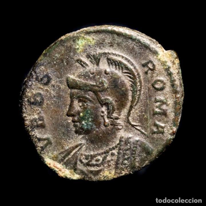 CONSTANTINO I Æ FOLLIS 330 DC. ROMA VRBS ROMA / RFQ ROMULO Y REMO (Numismática - Periodo Antiguo - Roma Imperio)