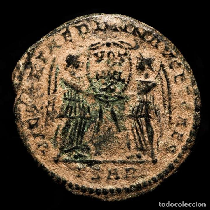 Monedas Imperio Romano: Magnencio, Maiorina, acuñada en Arles, 352 dC. FSAR VICTORIAE DD NN - Foto 2 - 278226188