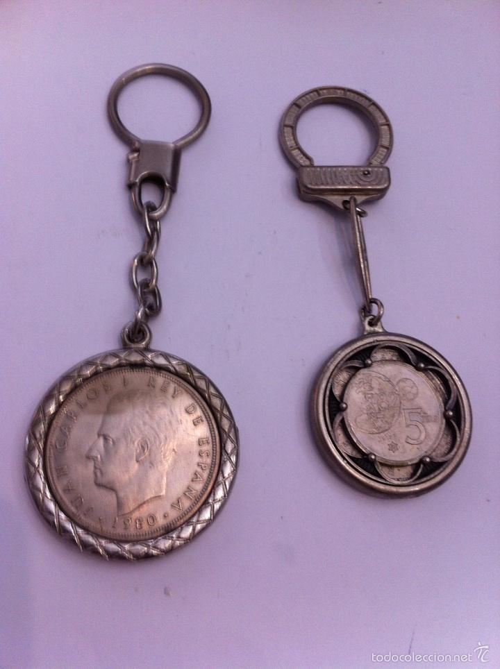 Monedas Juan Carlos I: 2 llaveros.1 moneda de 100 pesetas,2 monedas una de 50 y 5 pts - Foto 2 - 57071115