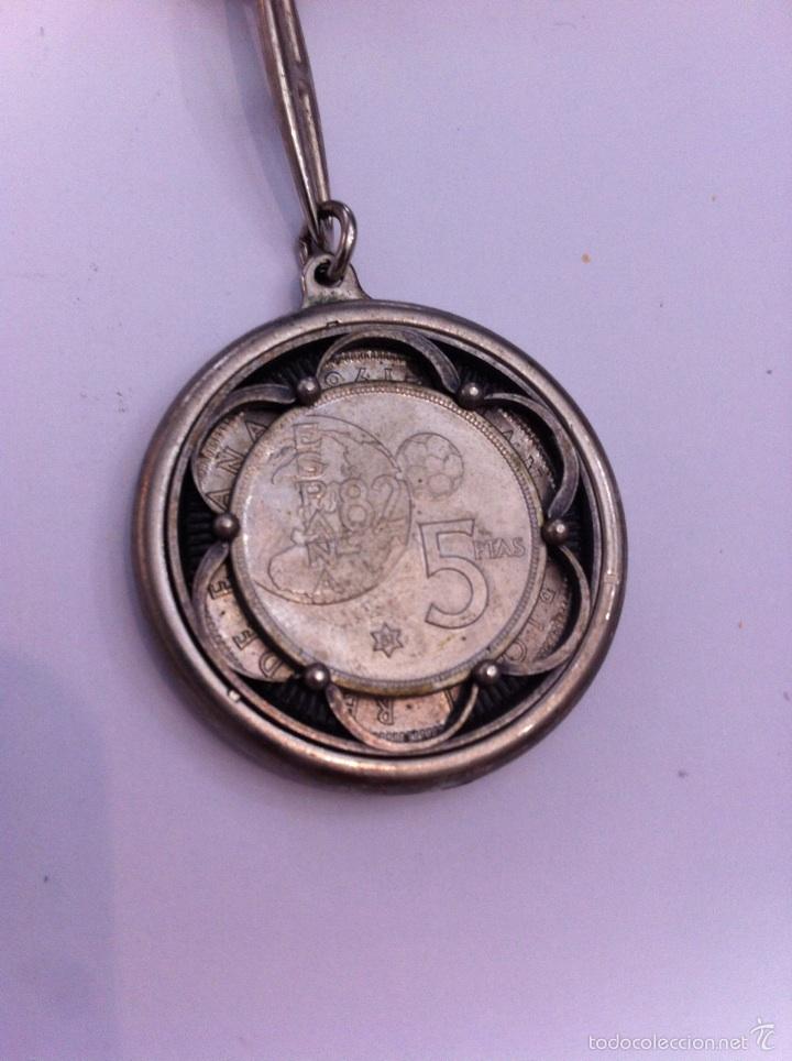 Monedas Juan Carlos I: 2 llaveros.1 moneda de 100 pesetas,2 monedas una de 50 y 5 pts - Foto 3 - 57071115