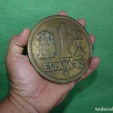 Monedas Juan Carlos I: CURIOSA MONEDA PESETA GIGANTE CONMEMORATIVA RECUERDO DESAPARICION MUNDIAL ESPAÑA 82. Lote 103560775
