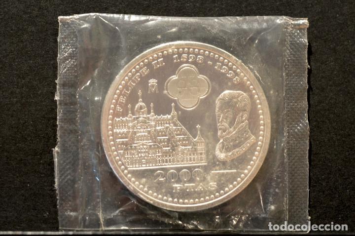 Monedas Juan Carlos I: 2000 PESETAS 1998 IV CENTENARIO DE FELIPE II PLATA ESPAÑA EN BOLSA ORIGINAL - Foto 3 - 117944207