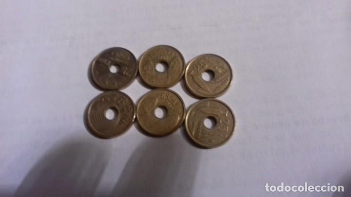 Monedas Juan Carlos I: Lote de monedas de 25 pesetas las monedas con agujero - Foto 3 - 165901290