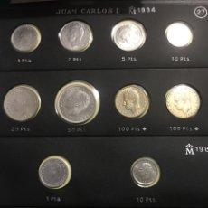 Monedas Juan Carlos I: HOJA PARDO MONEDAS JUAN CARLOS 1 AÑOS 1984/85. Lote 168751386