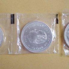 Monedas Juan Carlos I: LOTE DE 3 MONEDAS DE 2000 PESETAS DE PLATA V CENTENARIO CARLOS V DEL 2000. Lote 170333244