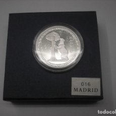Monedas Juan Carlos I: ESTUCHE COMPLETO CON MEDALLA DE METAL PLATEADO CON EL OSO Y EL MADROÑO.MADRID,. Lote 176937553