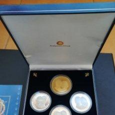 Monedas Juan Carlos I: COLECCION DE 4 MONEDAS DE LA FAMILIA REAL ESPAÑOLA DE PLATA 999 Y UNA BAÑADA EN ORO.. Lote 182632345