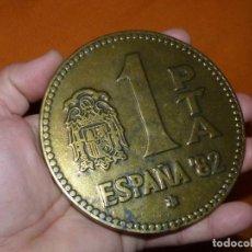 Monedas Juan Carlos I: CURIOSA MONEDA PESETA GIGANTE CONMEMORATIVA RECUERDO DESAPARICION MUNDIAL ESPAÑA 82. Lote 209627021