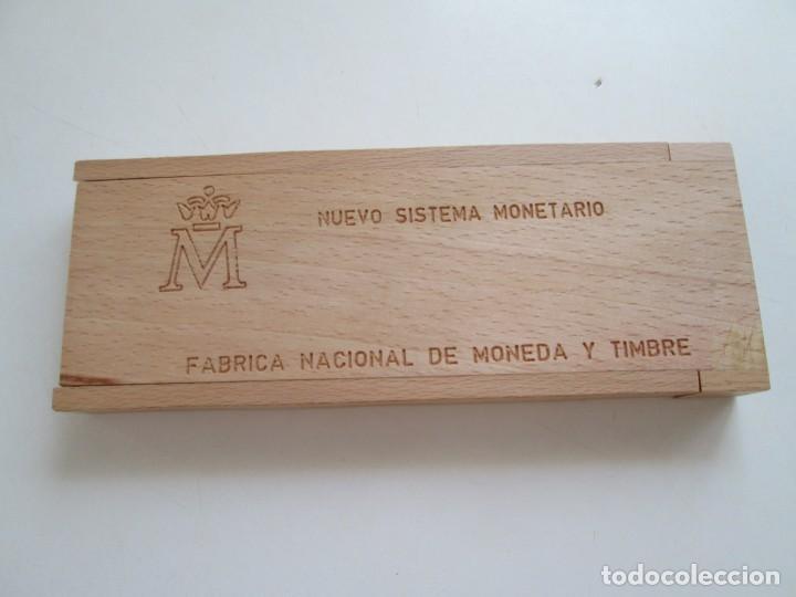 Monedas Juan Carlos I: NUEVO SISTEMA MONETARIO FNMT * ESTUCHE DE MADERA * SERIE COMPLETA 1990 * - Foto 2 - 211663128