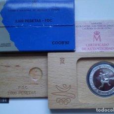 Monedas Juan Carlos I: 2000 PESETAS PLATA 1990 JUEGOS OLIMPICOS BARCELONA 92 - ARQUERO PREHISTORICO FDC. Lote 218820307