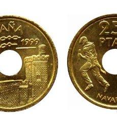 Monedas Juan Carlos I: ESPAÑA 25 PESETAS 1999 NAVARRA S/C ENCIERRO DE SAN FERMIN Y PALACIO OLITE. Lote 222708153