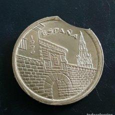 Monedas Juan Carlos I: 5 PESETAS, FALLO DE ACUÑACION , CONMEMO. Lote 228280623