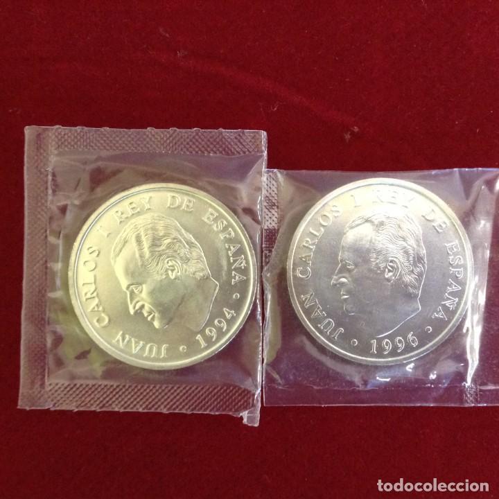 Monedas Juan Carlos I: MONEDAS DE PLATA JUAN CARLOS I - 1994 Y 1996- 2000 PESETAS - ASAMBLEA FMI - GOYA - SOBRE ORIGINAL - Foto 2 - 232568750