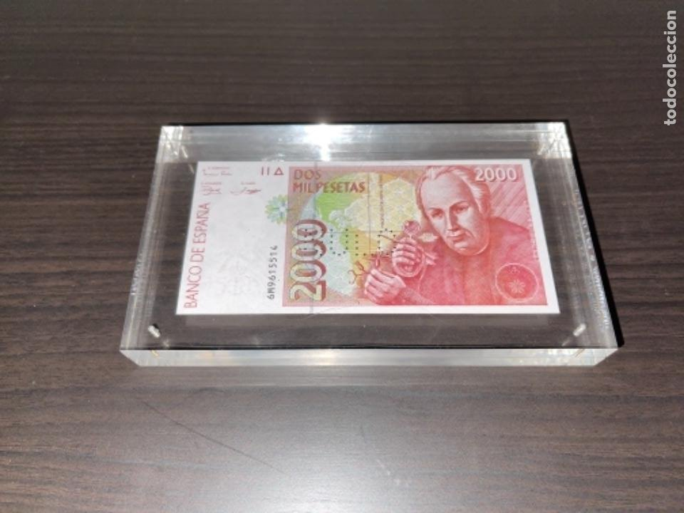 NULO!! MUY RARO BILLETE DE ESPAÑA DE 2000 PTAS CON PERFORACION DE NULO SIN CIRCULAR (Numismática - España Modernas y Contemporáneas - Juan Carlos I)