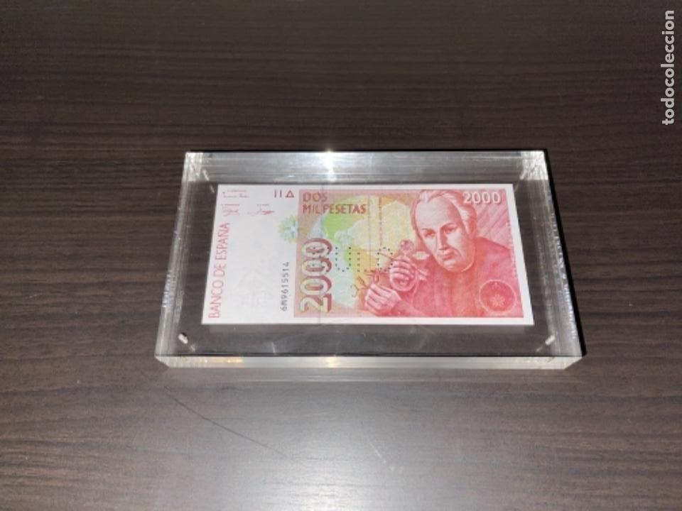 Monedas Juan Carlos I: NULO!! MUY RARO BILLETE DE ESPAÑA DE 2000 PTAS CON PERFORACION DE NULO SIN CIRCULAR - Foto 4 - 257891760