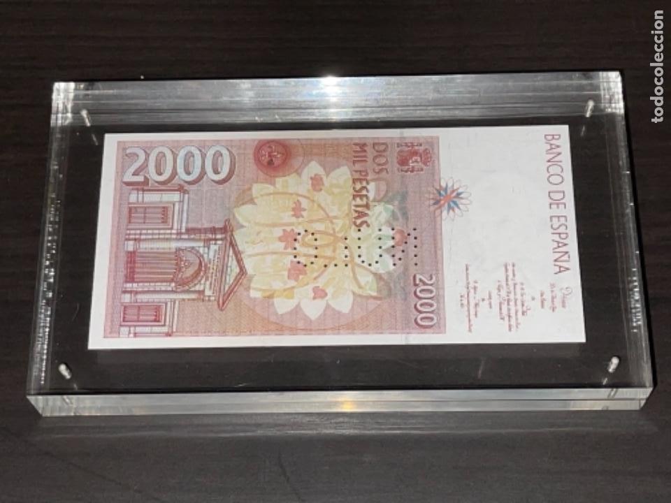 Monedas Juan Carlos I: NULO!! MUY RARO BILLETE DE ESPAÑA DE 2000 PTAS CON PERFORACION DE NULO SIN CIRCULAR - Foto 6 - 257891760