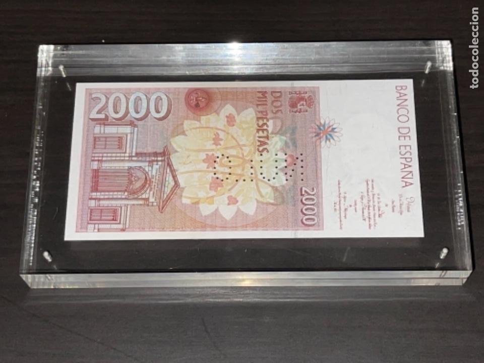 Monedas Juan Carlos I: NULO!! MUY RARO BILLETE DE ESPAÑA DE 2000 PTAS CON PERFORACION DE NULO SIN CIRCULAR - Foto 7 - 257891760