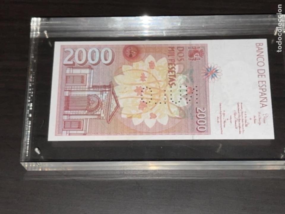 Monedas Juan Carlos I: NULO!! MUY RARO BILLETE DE ESPAÑA DE 2000 PTAS CON PERFORACION DE NULO SIN CIRCULAR - Foto 8 - 257891760