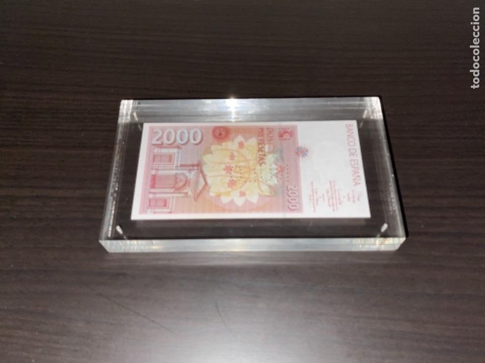 Monedas Juan Carlos I: NULO!! MUY RARO BILLETE DE ESPAÑA DE 2000 PTAS CON PERFORACION DE NULO SIN CIRCULAR - Foto 9 - 257891760