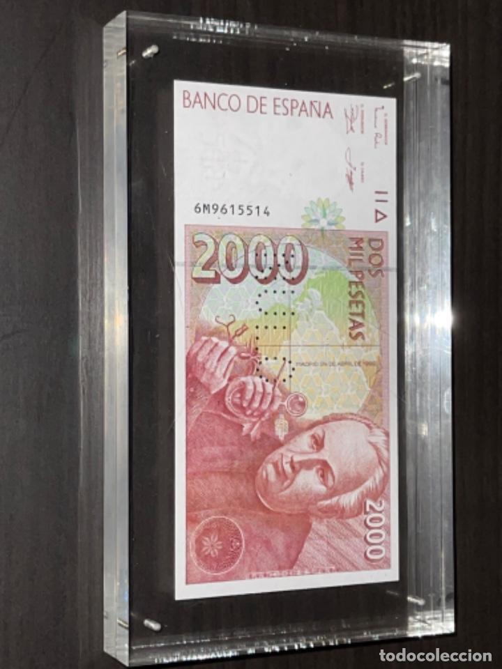 Monedas Juan Carlos I: NULO!! MUY RARO BILLETE DE ESPAÑA DE 2000 PTAS CON PERFORACION DE NULO SIN CIRCULAR - Foto 11 - 257891760