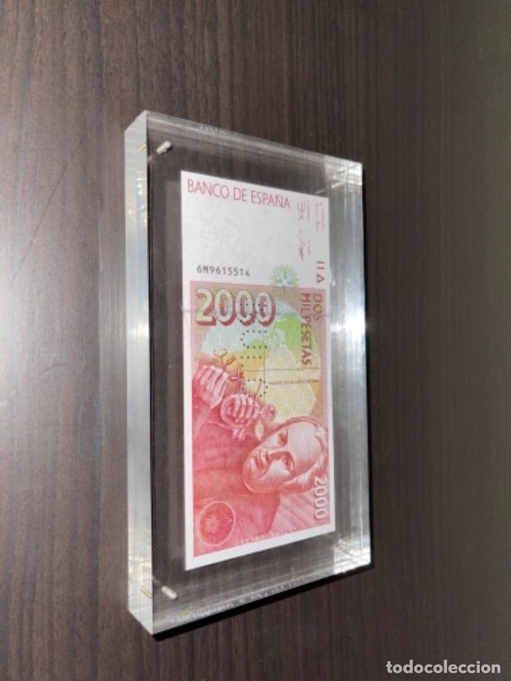 Monedas Juan Carlos I: NULO!! MUY RARO BILLETE DE ESPAÑA DE 2000 PTAS CON PERFORACION DE NULO SIN CIRCULAR - Foto 14 - 257891760