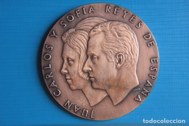 MEDALLA JUAN CARLOS Y SOFIA REYES DE ESPAÑA, 22 NOVIEMBRE 1975, (Numismática - España Modernas y Contemporáneas - Juan Carlos I)