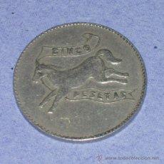 Monedas locales: FICHA CASINO. CINCO 5 PESETAS. CABALLO Y ESCUDO ESPAÑA. TOKEN, JETTON. JETON. HÍPICA MADRID.. Lote 37635263