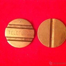 Monedas locales: DOS ANTIGUAS FICHAS DE TELÉFONO. Lote 95376167