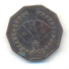 Monedas locales: ANTIGUA FICHA OCTOGONAL JUEGO CASINO VALOR: 5 HAY CUATRO CARTAS POKER CON CORAZÓN PICA TREBOL ROMBO. Lote 58496577