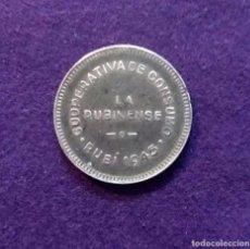 Monedas locales: FICHA ORIGINAL DE RUBI DE COOPERATIVA CONSUMO LA RUBINENSE. 5 PESETAS. 1945.. Lote 68678797